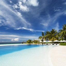 rsz_malediven-south-malé-atoll-velassaru-zwembad