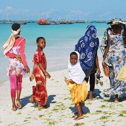rsz_zanzibar-algemeen-vrouwen-kindjes-strand