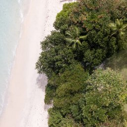 Seychellen-Anantara-Maia-Seychelles-Villas-luchtfoto-beach-villa