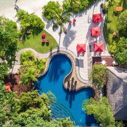 Seychellen-Anantara-Maia-Seychelles-Villas-luchtfoto-pool-bar