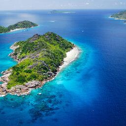 Seychellen-Cruises-Variety-Cruises-Pegasos-luchtfoto-eiland
