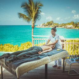 Seychellen-Mahe-Carana-Beach-Massage-op-Deck