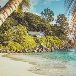 Seychellen-Mahe-Carana-Beach-uitzicht-strand