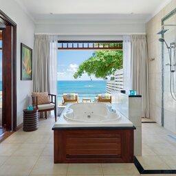 Seychellen-Mahe-Hilton-Northolme-Resort-&-Spa-luchtfoto-badkamer