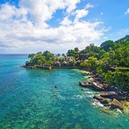 Seychellen-Mahe-Hilton-Northolme-Resort-&-Spa-luchtfoto-omgeving (3)