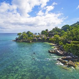 Seychellen-Mahe-Hilton-Northolme-Resort-&-Spa-luchtfoto-omgeving 3