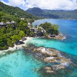Seychellen-Mahe-Hilton-Northolme-Resort-&-Spa-luchtfoto-omgeving 4