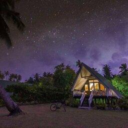 Seychellen-Private-eilanden-Alphonse-Island-beach-bungalow-avond