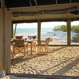 Seychellen-Private-eilanden-BlueSafari-Cosmo-Eco-Camp-restaurant-tent