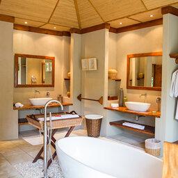 Seychellen-Private-Eilanden-Denis-Private-Island-badkamer-beach-villa