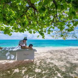 Seychellen-Private-Eilanden-Denis-Private-Island-massage-strand