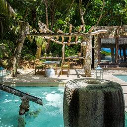 Seychellen-Private-eilanden-North-Island-tafel-bij-wijnkelder