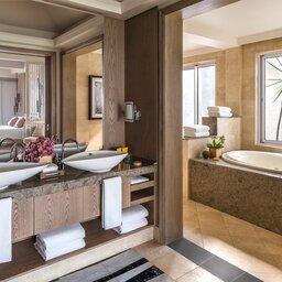 Shangri-La Suite Bathroom