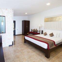 Sri-Lanka-Kandy-Hotel-Theva-Residency-kamer