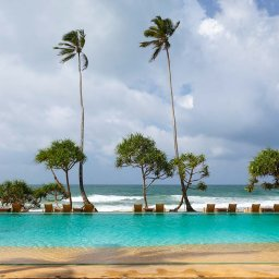 Sri-Lanka-Koggala-Hotel-The-Fortress-Zwembad-met-ligbedden