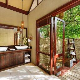 Sri-Lanka-Trincomalee-Jungle-Beach-openlucht-badkamer