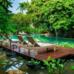 Sri-Lanka-Trincomalee-Jungle-Beach-zwembad-met-ligbedden