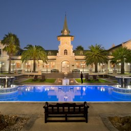 swakopmund_poolside_evening_dinner_landscape