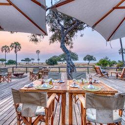 Tanzania-Katavi NP-Mbali-Mbali-Katavi-Lodge-restaurant-tafel-terras