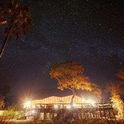 Tanzania-Katavi NP-Mbali-Mbali-Katavi-Lodge-sfeerbeeld-sterrenhemel-hoofdgebouw