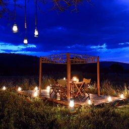 Tanzania-Serengeti NP-Asanja-Moru-romantisch-diner-set-up