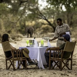 Tanzania-Tarangire-NP-Nimali-Tarangire-lunch-bij-de-rivier