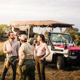 Tanzania-Tarangire-NP-Sanctuary-Swala-Camp-safari-jeep-aperitief
