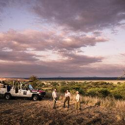 Tanzania-Tarangire-NP-Sanctuary-Swala-Camp-safari-jeep-zonsondergang