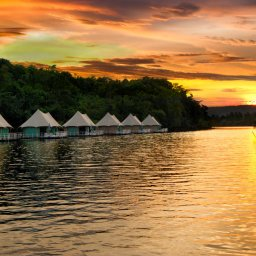 Tatai-4-rivers-floating-lodge-by-night