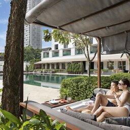 Thailand-Bangkok-Hotel-Sukhothai-Bangkok-koppel-ligbed-zwembad