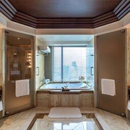 Thailand-Bangkok-Hotel-The-Peninsula-badkamer