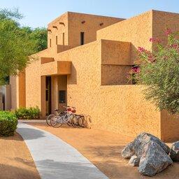 VAE-Ras Al Khaimah-Ritz Carlton Al Wadi Desert-gebouw