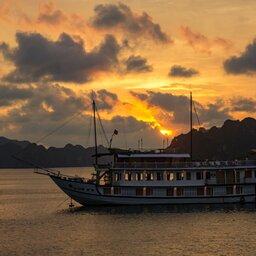 Vietnam-Ha Long Bay-cruise sunset