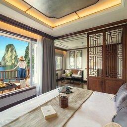Vietnam-Halong-Heritage-Ginger-Line-kajuit-vrouw-op-terras