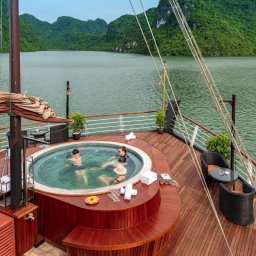 Vietnam-Halong-Orchid-Cruise-boot-deck-jacuzzi