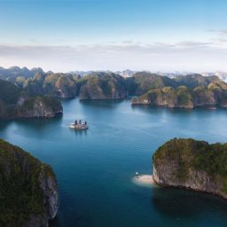 Vietnam-Halong-Orchid-Cruise-boot-omgeving