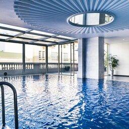 Vietnam-Hanoi-Hotel-d-l-opera-binnen-zwembad