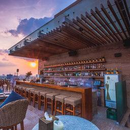 Vietnam-Ho-Chi-Minh-Hotel-Des-Arts-bar-dakterras
