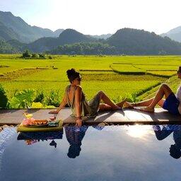 Vietnam-Mai-Chau-Ecolodge-Mai-Chau-koppel-zwembad