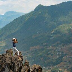Vietnam-Sapa-vrouw-op-rots