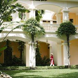 Vietnam-Stranden-Midden-Vietnam-Anantara-Hoi-An-hotelgebouw-tuin