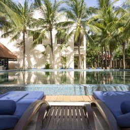 Vietnam-Stranden-Midden-Vietnam-Anantara-Hoi-An-ligbedden-zwembad