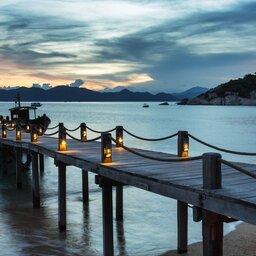 Vietnam-Stranden-Zuid-Vietnam-Six-Senses-Ninh-Van-Bay-ponton-avond