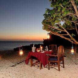 Zanzibar-Fumba-Beach-Lodge-romantisch-diner-strand