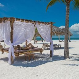 Zanzibar-Konoko-Beach-Resort-strand-cabana