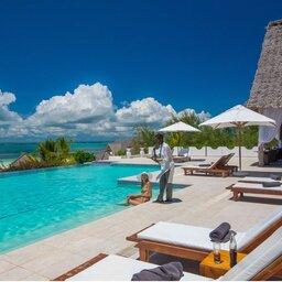 Zanzibar-Konoko-Beach-Resort-zwembad-koppel