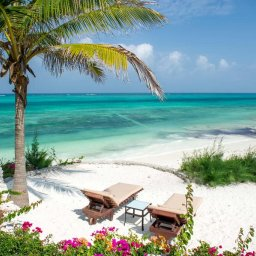 Zanzibar-Zawadi-Hotel-ligbedden-strand-2