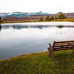 Zuid-Afrika-Drakensbergen-Montusi-Mountain-Lodge-bank-meer