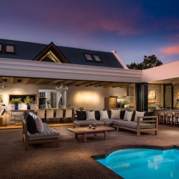 Zuid-Afrika-Kaapse-Wijnlanden-hotel-Mont Rochelle-manor-house-at-night