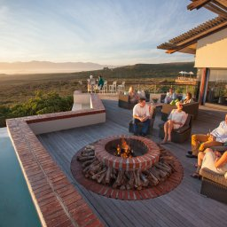 Zuid-Afrika-Rondom-Kaap-Hermanus-hotel-Grootbos-Forest-Lodge-outside-deck